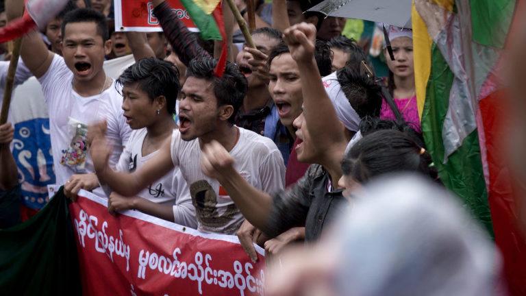 Birmanie, le pouvoir des moines / Burma, the Power of Monks